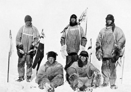 1280px-Scott's_party_at_the_South_Pole